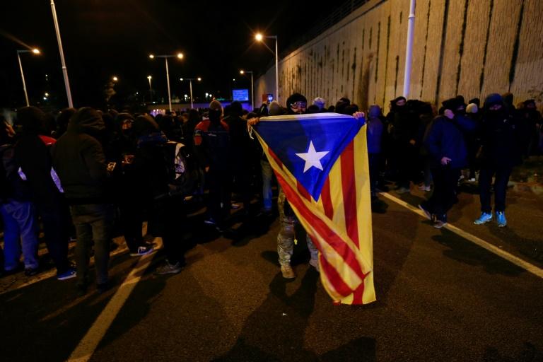 Espagne: conseil des ministres à Barcelone sous pression des indépendantistes radicaux