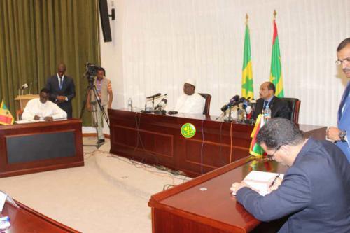 Le Président de la République et son homologue sénégalais supervisent la cérémonie de signature de la décision finale sur l'annonce de valorisation du champ gazier Grand -Tortue Hmeyim