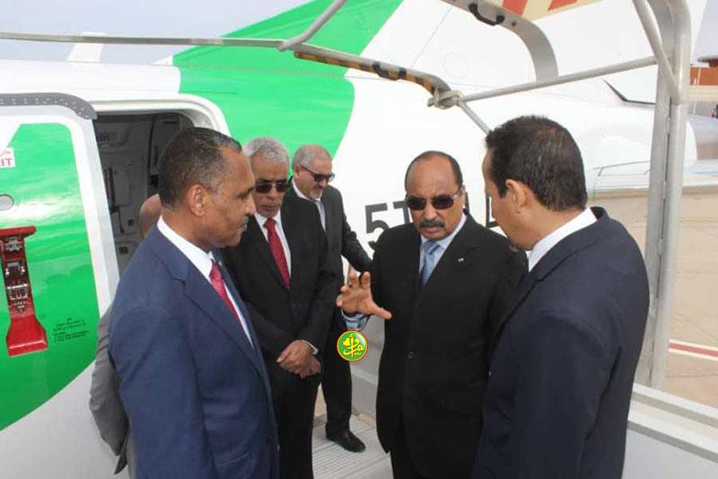 """Le Président de la République supervise la cérémonie de réception d'un nouvel avion de type """"Ambraer 175 appartenant à la société Mauritania Airlines"""