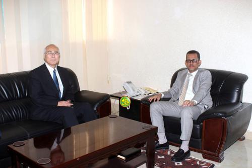 Le ministre des pêches s'entretient avec l'ambassadeur du Japon