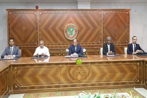 Le Président de la République préside la cérémonie de prestation de serment du président et des membres de la commission pour la transparence financière de la vie publique