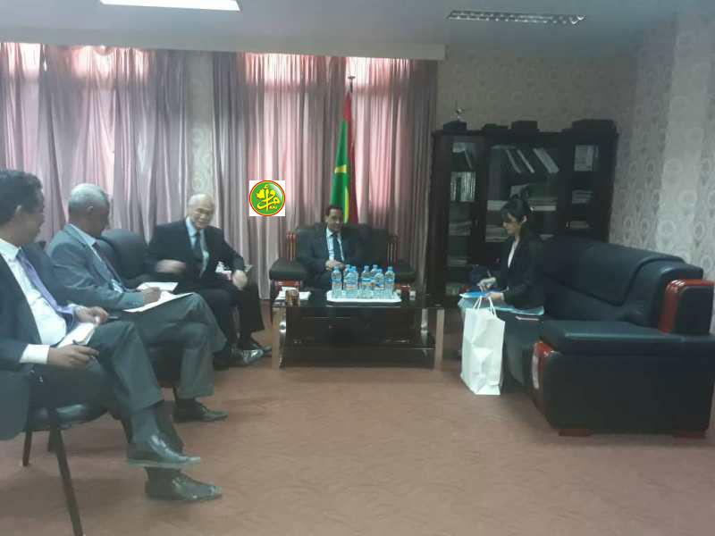Le Ministre de l'économie et des finances s'entretient avec l'ambassadeur du Japon