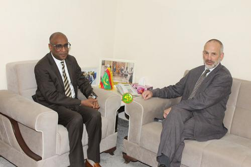 Le ministre de la Santé s'entretient avec l'ambassadeur britannique