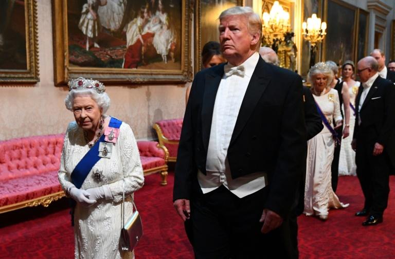 Trump fait l'éloge de la reine et insulte le maire de Londres