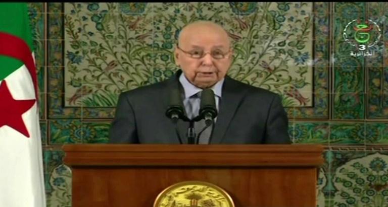 Le président algérien appelle la classe politique au dialogue sur les élections