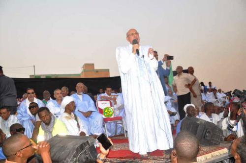 Le candidat Mohamed Ould Cheikh Mohamed Ahmed Ould Ghazwani préside un meeting électoral à Aleg