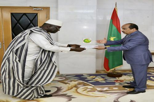 Le Président de la République reçoit les lettres de créance du nouvel ambassadeur de la République du Mali