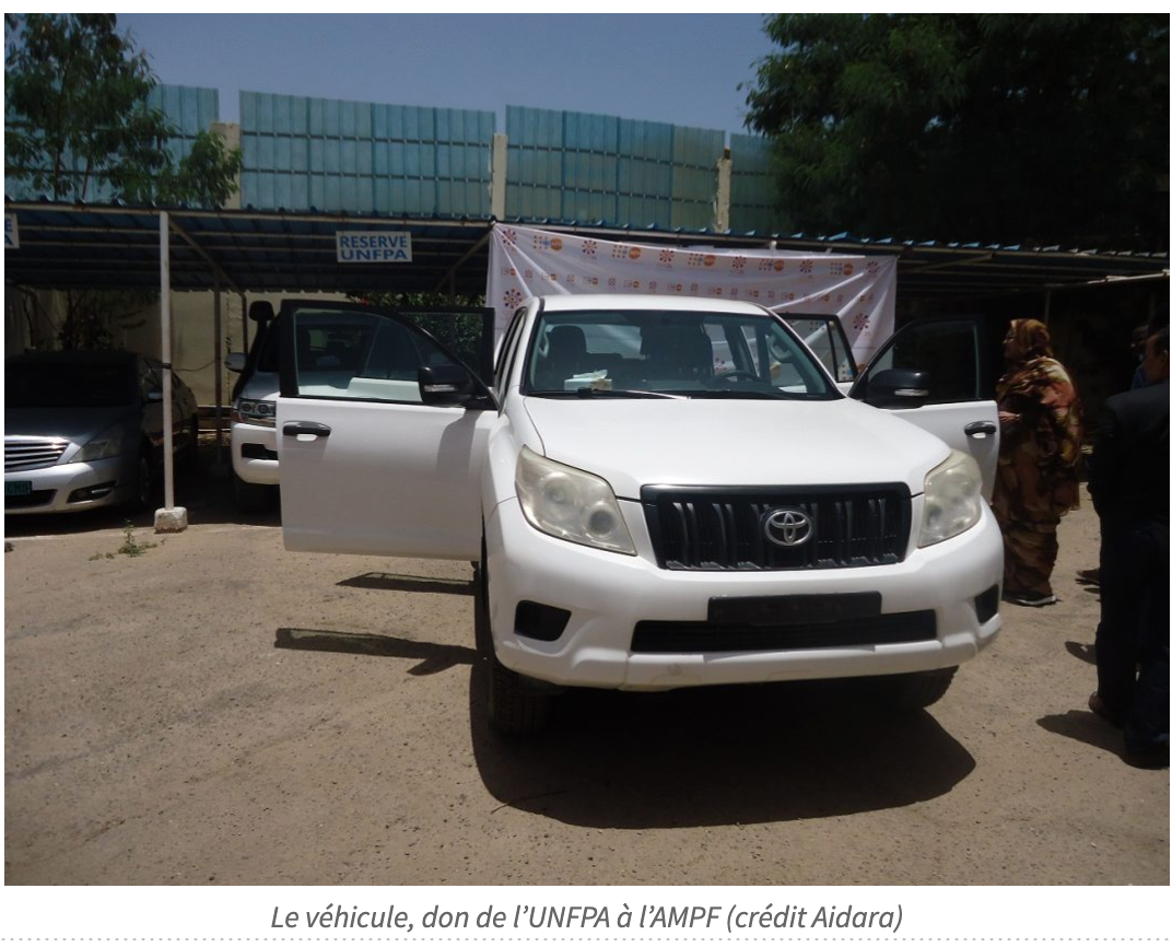 Le Représentant de l''UNFPA en Mauritanie remet les clés d'un véhicule à l'AMPF