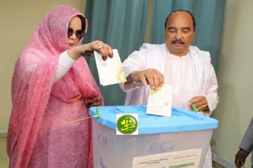 Le Président de la République et la première dame du pays votent au bureau de la direction des Domaines à Nouakchott ouest