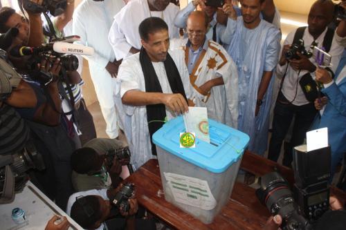 Le candidat Mohamed Ould Sidi Ould Maouloud a voté au bureau 6 à l'école Imam Chave-i
