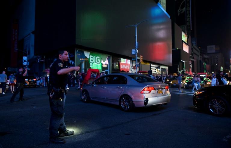 Brève panne d'électricité géante à New York, Times Square dans le noir