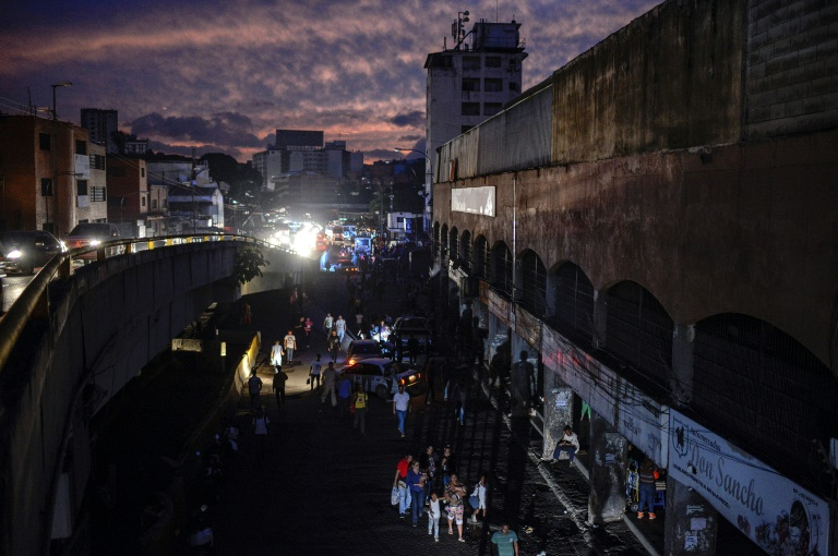 """Panne d'électricité au Venezuela: le gouvernement dénonce une """"attaque électromagnétique"""""""