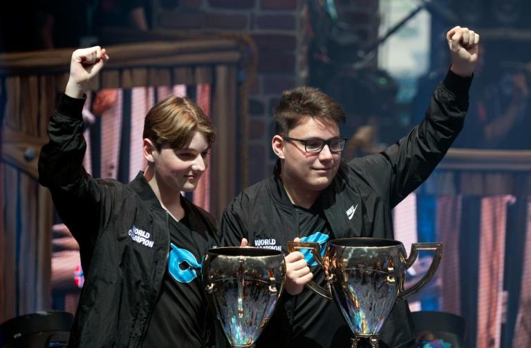 16 ans, champions du monde de Fortnite et millionnaires