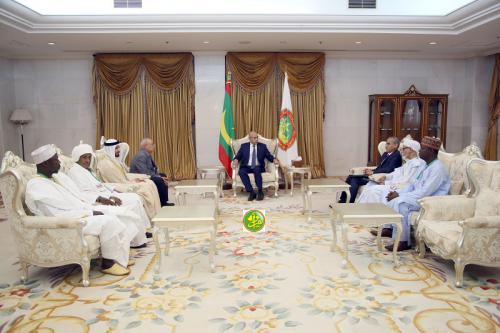 Le Président de la République reçoit une délégation des participants aux travaux de la conférence de la langue arabe en Afrique