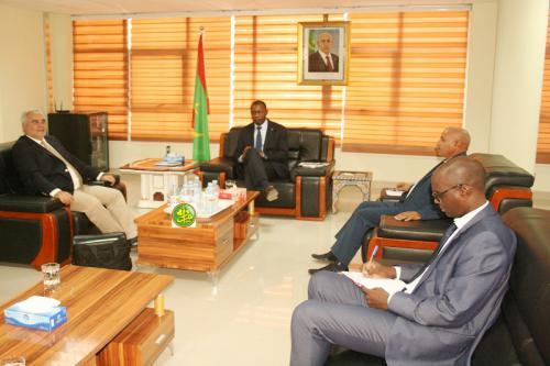 Le ministre du commerce s'entretient avec le représentant résident de la Banque Mondiale