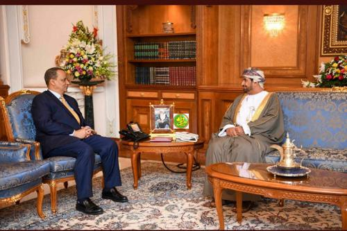 Le ministre des affaires étrangères rencontre le ministre de Cabinet de la Cour du Sultanat d'Oman