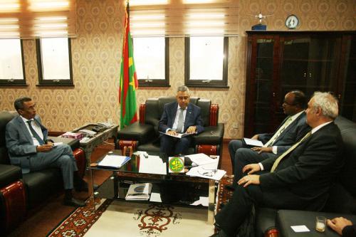 Le ministre de l'économie reçoit le Directeur des opérations de la Banque mondiale