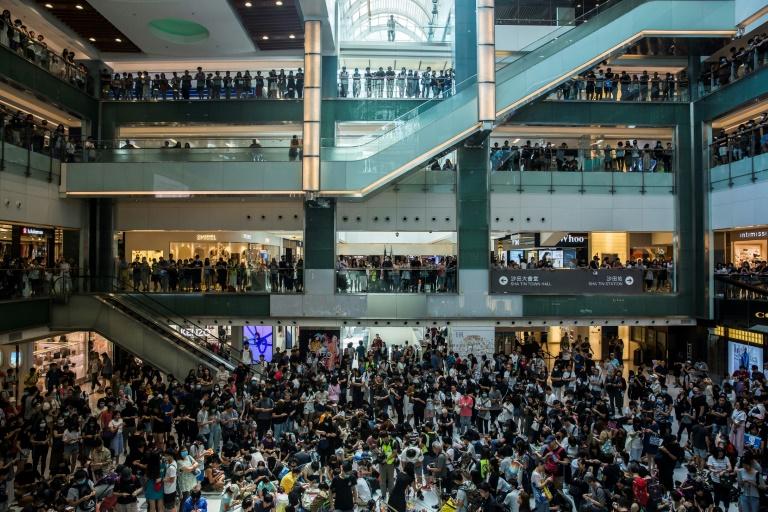 Hong Kong : tirs de balles en caoutchouc face à des militants radicaux, échec de l'action à l'aéroport