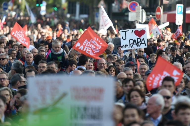 Plusieurs dizaines de milliers d'opposants défilent contre la PMA pour toutes à Paris