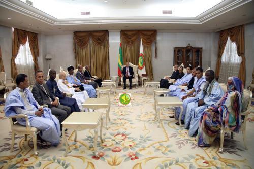 Le Président de la République reçoit en audience le président et les membres du bureau exécutif de l'union des littéraires et écrivains mauritaniens