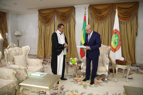 Le Président de la République reçoit le rapport général annuel de la cours des comptes