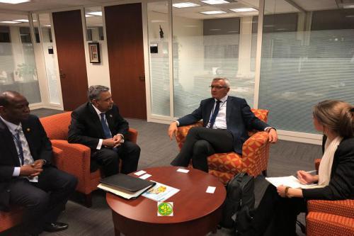 Le ministre de l'Économie et de l'Industrie s'entretient avec le secrétaire d'État allemand à la Coopération et au Développement