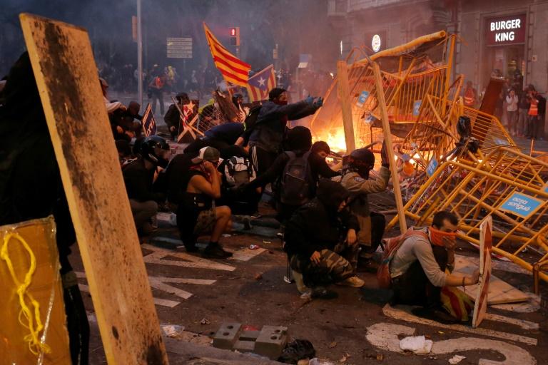 Catalogne: plus de 180 blessés, nouvelle manifestation en vue