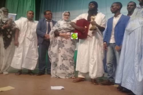 Distribution de prix aux lauréats du concours du Festival du théâtre mauritanien
