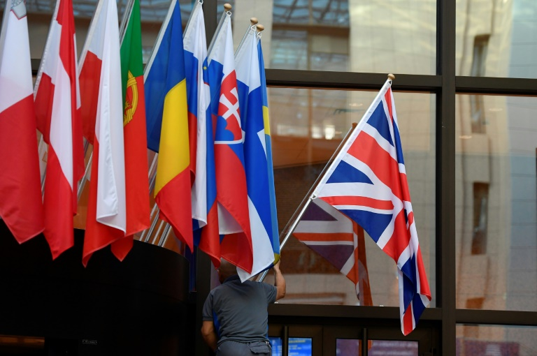 Brexit: l'UE accepte un nouveau report au 31 janvier, Johnson tente d'obtenir des élections