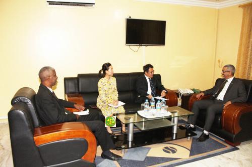 Le commissaire aux Droits de l'Homme s'entretient avec le chargé d'affaires de l'ambassade de Chine en Mauritanie