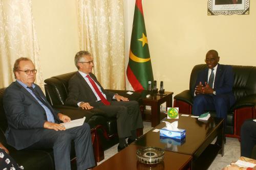 Le ministre de l'enseignement fondamental s'entretient avec l'ambassadeur de France