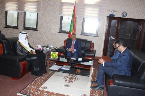 Le ministre de l'Économie et de l'Industrie reçoit l'ambassadeur saoudien