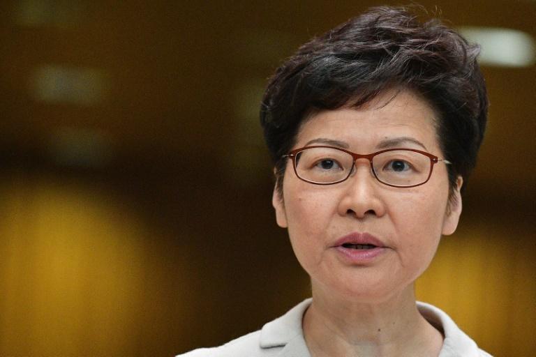 Hong Kong: la cheffe de l'exécutif fait son mea culpa mais aucune concession