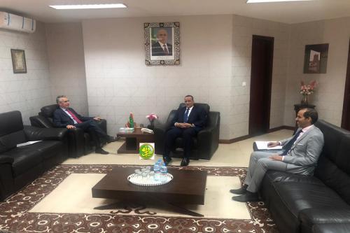 Le ministre des Affaires étrangères reçoit l'Ambassadeur de France en Mauritanie