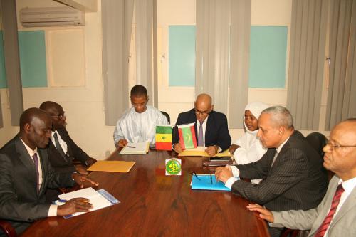 Le ministre des pêches et de l'économie maritime et son homologue sénégalais président une séance de travail