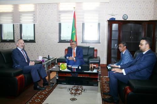 Le ministre de l'économie s'entretient avec l'ambassadeur de la grande Bretagne