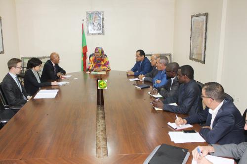 La ministre de l'Hydraulique et de l'Assainissement reçoit le Directeur général de l'Agence Française pour le Développement