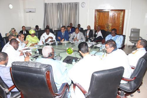 La commission des finances de l'Assemblée Nationale discute le budget du ministère de l'emploi, de la jeunesse et des sports