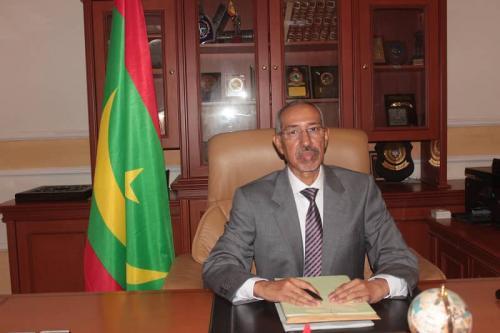 Départ du ministre de défense nationale pour Alger