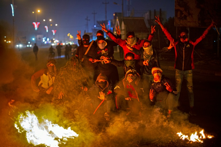 Cortège funéraire et incendies en Irak en pleine révolte