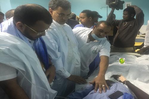 Au nom du Président de la République, le ministre des affaires islamiques effectue une visite de compassion aux victimes de l'accident de Nouadhibou