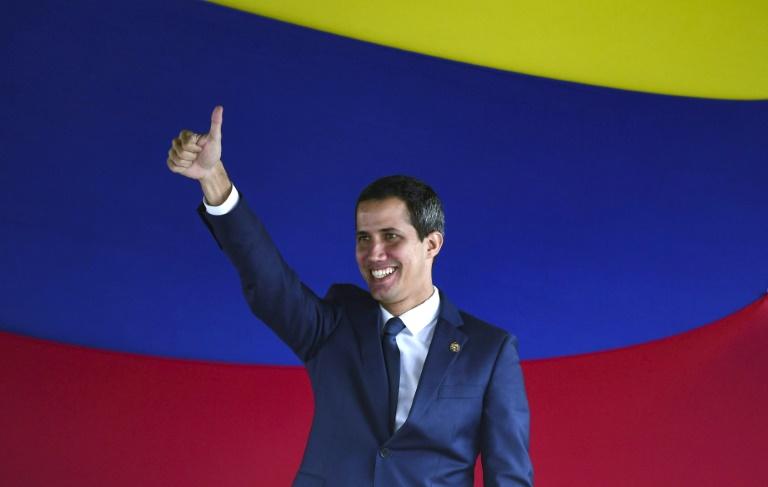 Deux chefs, un hémicycle: Guaido et un rival revendiquent la présidence du Parlement vénézuélien