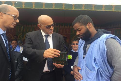 le ministre des pêches supervise la distribution à Nouadhibou des livrets maritimes biométriques