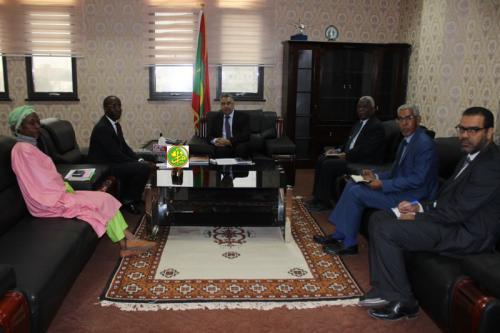 Le ministre de l'Économie et de l'Industrie reçoit un représentant du Programme des Nations Unies pour le développement