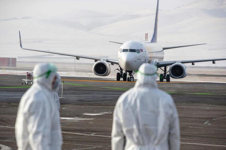 Virus: plus de 250 morts, la Chine de plus en plus isolée