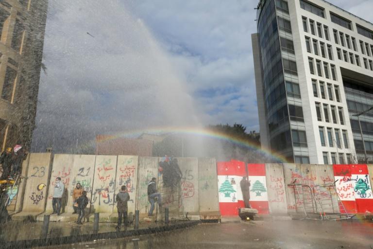 Liban: heurts entre manifestants et forces de l'ordre près du Parlement
