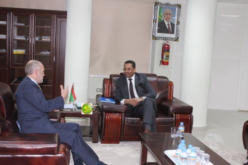 Le ministre délégué à l'Investissement examine avec l'ambassadeur de la Grande Bretagne les opportunités d'investissement en Mauritanie