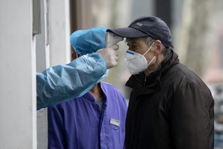 Virus: le bilan explose en Chine après un changement de calcul, des têtes tombent