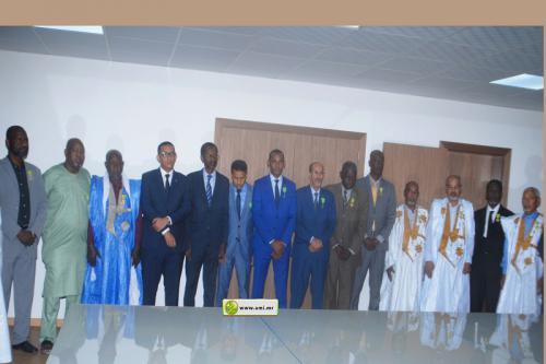 Le ministre du Pétrole décore des fonctionnaires de son département