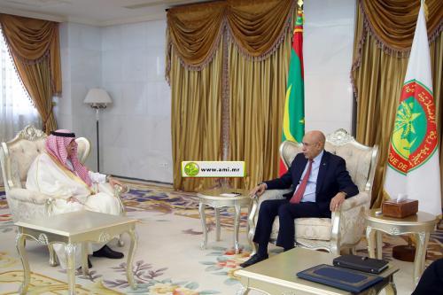 Le président de la République reçoit le ministre saoudien du Commerce et de l'Investissement